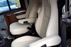 sedadla v obytném autě